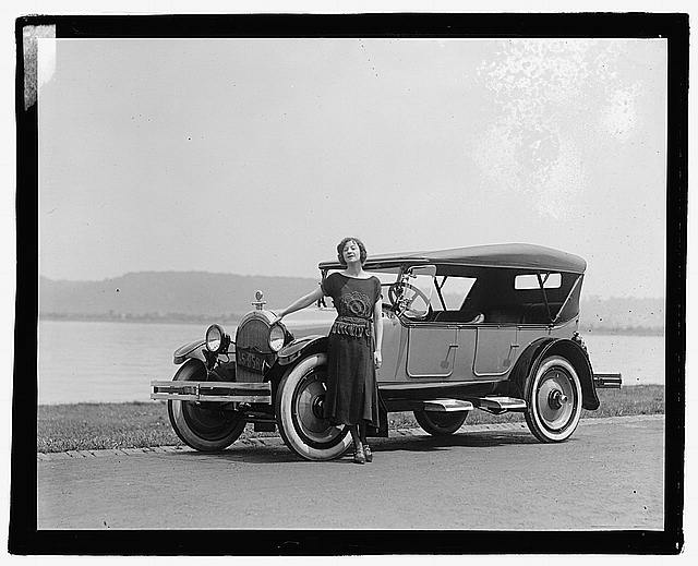 Photo: Fannie Brice in Oldsmobile,Fania Borach,Comedian,Singer,Actress,1922