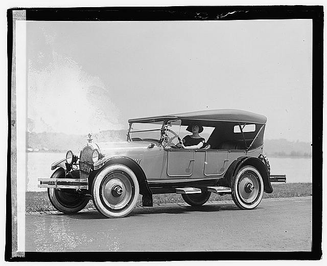 Photo: Fannie Brice in Oldsmobile,Fania Borach,Comedian,Actress,Singer,1922,1,1